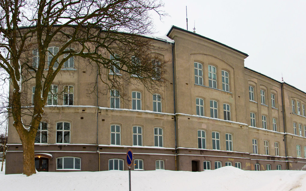 Skolen for evnerike barn skulle etter planen drives i bygningen til den tidligere Slottsfjellskolen i Tønsberg. Nå har Utdanningsdirektoratet vendt tommelen ned for søknaden. Foto. Peter Fiskerstrand/Wikimedia Commons